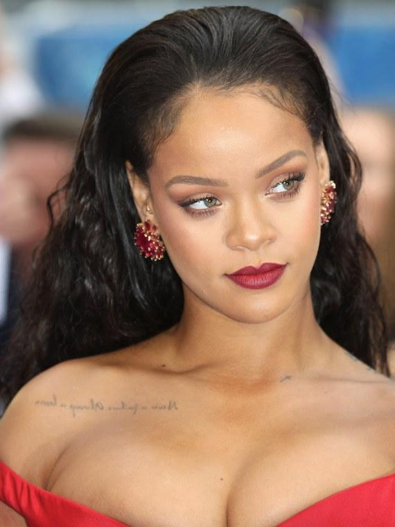 RIHANNA WEARS WIGS TOO!!AND SHE DROPPED THIS HINT